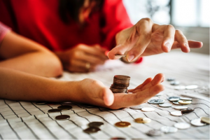 When is the cheapest time to relocate - woman counting change money